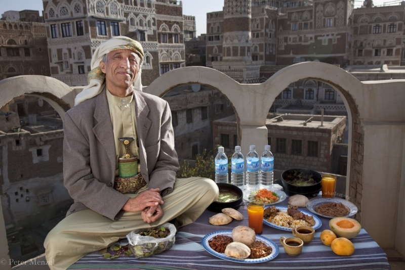 A qat merchant in Yemen eats 3,300 calories on a typical day  Read more: http://www.businessinsider.com/what-people-around-the-world-eat-in-a-single-day-2012-3?op=1#ixzz31nM9CotB